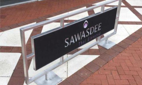 Sidewalk Barriers | Branded Cafe Barriers | Sidewalk Cafe Barricades(6)